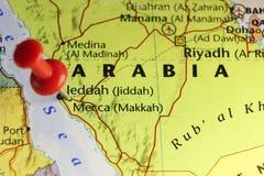Rode speld op Mekka, Saudi-Arabië royalty-vrije stock afbeelding