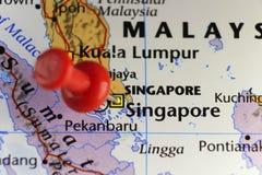 Rode speld op Singapore Stock Afbeeldingen