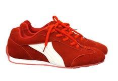 Rode sportschoenen stock fotografie