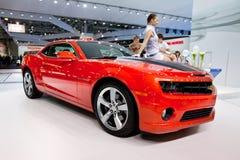 Rode sportwagen Chevrolet Camaro Stock Afbeeldingen