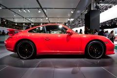 Rode sportwagen Porsche Carrera 4S Stock Foto's