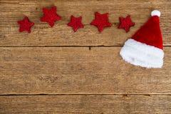Rode sterren en Santa& x27; s hoed Stock Foto's