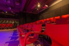 rode stoel in het theater stock foto