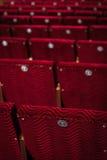 Rode stoelen in het theater Royalty-vrije Stock Foto's