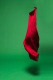 Rode stof in de lucht stock fotografie