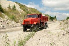 Rode stortplaatsvrachtwagen Stock Fotografie