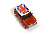 Rode stuk speelgoed auto met Britse vlag Stock Afbeeldingen