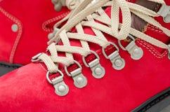 Rode suèdelaarzen Stock Afbeeldingen