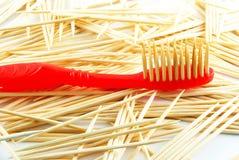 Rode tandenborstel Royalty-vrije Stock Afbeeldingen