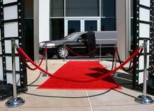 Rode tapijt en limousine Stock Foto's