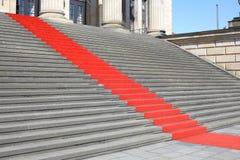 Rode tapijttreden Stock Fotografie