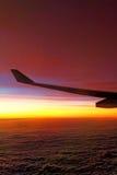 Rode tint van zonsondergang boven wolken Royalty-vrije Stock Foto