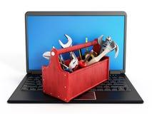 Rode toolbox die zich op laptop computer bevinden Stock Foto's