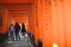 Rode toriipoort stock afbeelding