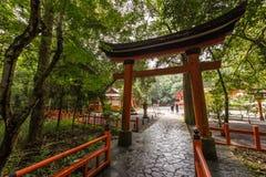 Rode torussen in het heiligdom van de V.S. Jingu, Oita, Japan royalty-vrije stock afbeeldingen