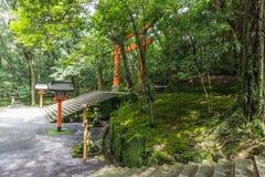 Rode torussen in het heiligdom van de V.S. Jingu, Oita, Japan royalty-vrije stock fotografie
