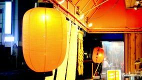 Rode traditionele lantaarn in Japan stock footage