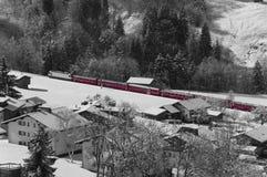 Rode Trein in de sneeuw Stock Afbeelding