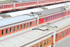 rode treinen royalty-vrije stock afbeelding