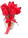 Rode tulpen in glaskruik Stock Foto's