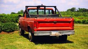 Rode uitstekende Amerikaanse vrachtwagen royalty-vrije stock afbeelding