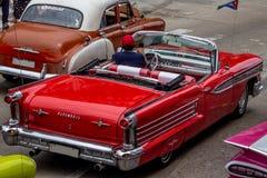 Rode Uitstekende Auto stock afbeeldingen