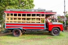 Rode Uitstekende Vrachtwagen Royalty-vrije Stock Fotografie