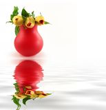 Rode vaas met rozen Royalty-vrije Stock Afbeeldingen
