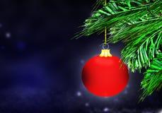 Rode van de Achtergrond Kerstmisbal blauwe sneeuwcirkels Royalty-vrije Stock Afbeeldingen