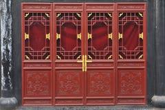 Rode verf op de deur Stock Afbeelding