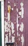 Rode Verfschil van Houten Planken met het Hangen van Bezem Stock Afbeeldingen