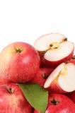 Rode verse die appelen op witte achtergrond worden geïsoleerd Stock Afbeelding