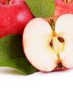 Rode verse die appelen op witte achtergrond worden geïsoleerd Royalty-vrije Stock Afbeeldingen