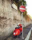 Rode Vespa Stock Foto