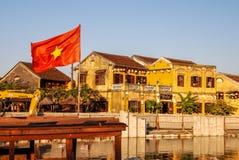Rode vlag Thu Bon in Hoi An, Vietnam Royalty-vrije Stock Fotografie