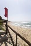Rode vlaggolven in een winderige dag Royalty-vrije Stock Afbeelding
