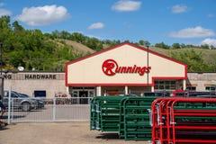 Rode Vleugel, Minnesota - Mei 25, 2019: Buitenkant van een het Lopen opslag Dit grootwinkelbedrijf verkoopt vloot en de landbouwm stock foto's