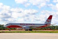 Rode Vleugels Airpines Tupolev Turkije-204 Stock Fotografie