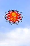 Rode vlieger in de hemel Stock Fotografie