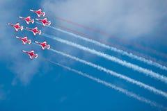 Rode vliegtuigen bij airshow stock fotografie