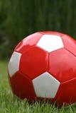 Rode voetbalbal Stock Afbeeldingen