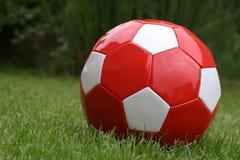 Rode voetbalbal Stock Foto's