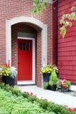 Rode voordeur stock foto