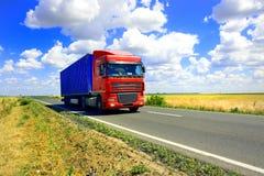 Rode vrachtwagen stock foto