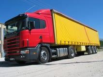 Rode vrachtwagen royalty-vrije stock afbeelding