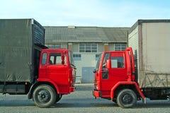 Rode vrachtwagens Stock Foto's