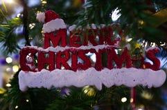 Rode Vrolijke Kerstmis ` van de Kerstmistitel ` royalty-vrije stock fotografie
