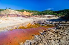 Rode vulklei in Tinto River in Huelva, Spanje De rivier is m geweest royalty-vrije stock afbeelding