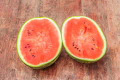 Rode Watermeloen op hout Stock Afbeeldingen