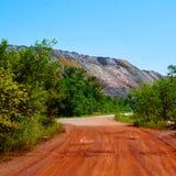 Rode weg aan stortplaatsen Royalty-vrije Stock Fotografie